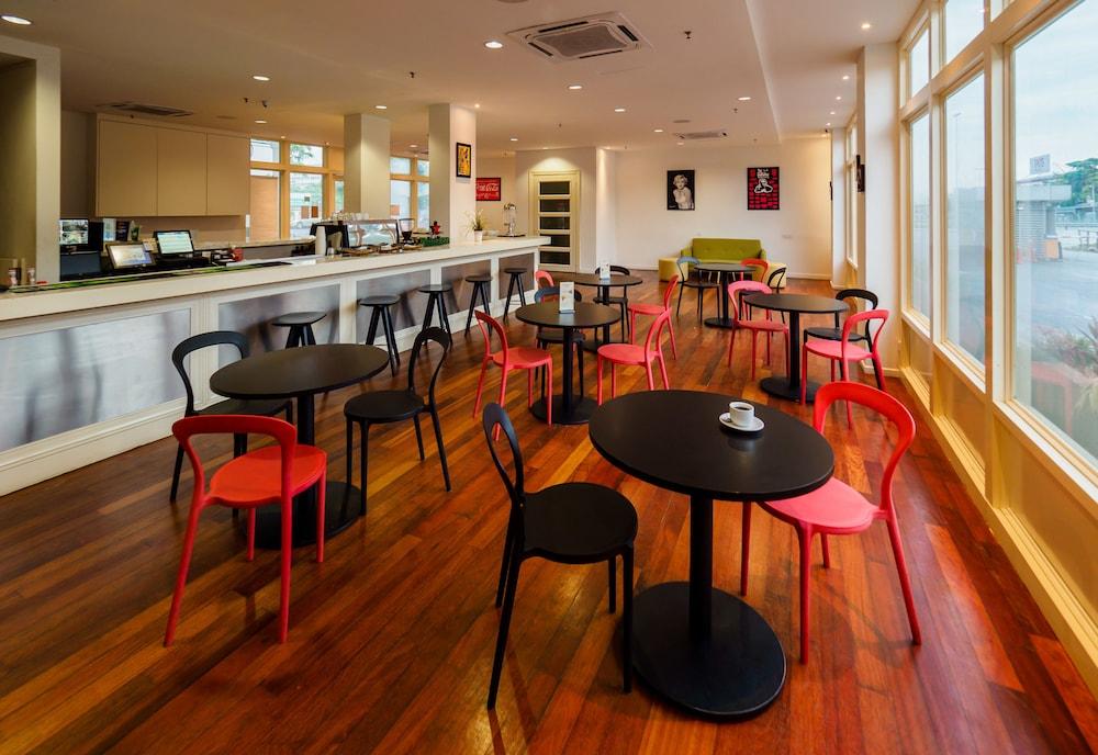 튠 호텔 클리아 에로폴리스  (에어포트 호텔)(Tune Hotel KLIA Aeropolis (Airport Hotel)) Hotel Image 24 - Hotel Bar
