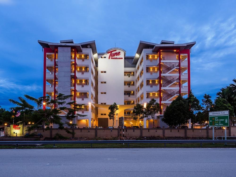 튠 호텔 클리아 에로폴리스  (에어포트 호텔)(Tune Hotel KLIA Aeropolis (Airport Hotel)) Hotel Image 31 - Hotel Front - Evening/Night