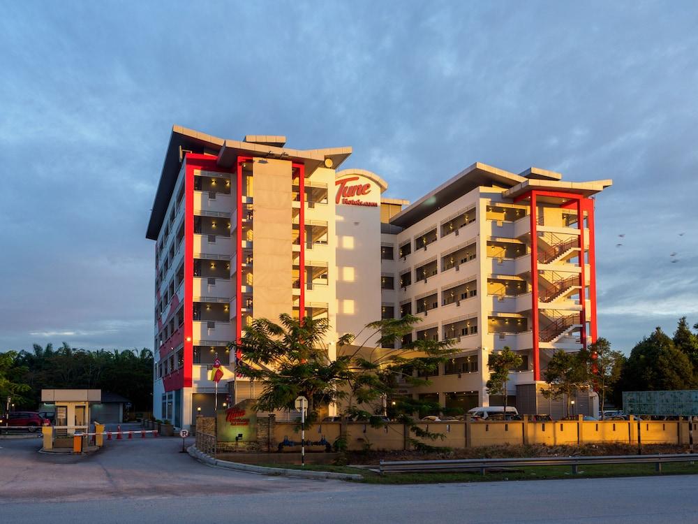 튠 호텔 클리아 에로폴리스  (에어포트 호텔)(Tune Hotel KLIA Aeropolis (Airport Hotel)) Hotel Image 26 - Hotel Front
