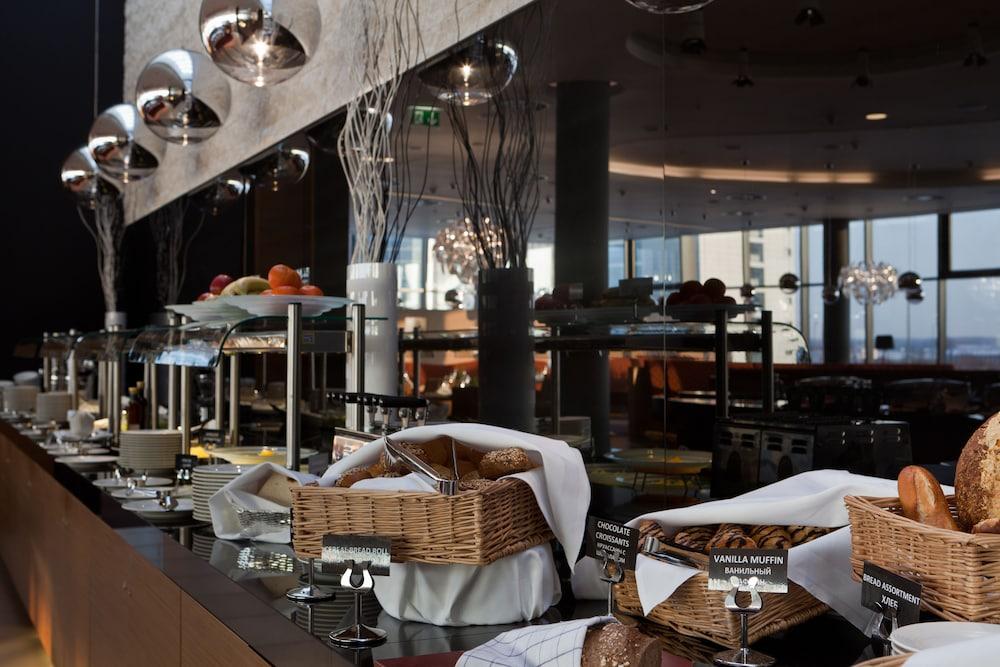 크라운 플라자 상트 페테르부르크 에어포트(Crowne Plaza St. Petersburg Airport) Hotel Image 68 - Breakfast buffet