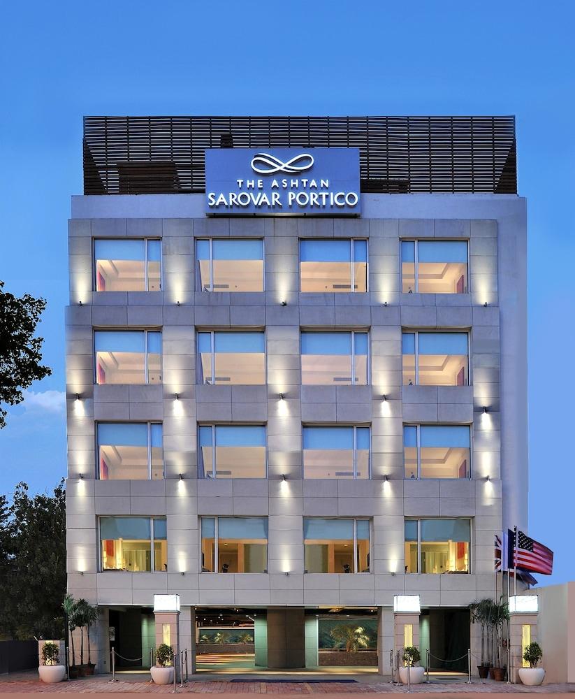 애쉬탄 사로바 포르티코(The Ashtan Sarovar Portico) Hotel Image 22 - Hotel Front - Evening/Night