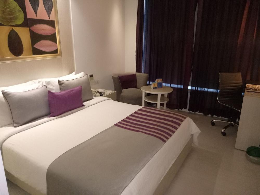 애쉬탄 사로바 포르티코(The Ashtan Sarovar Portico) Hotel Image 12 - Guestroom