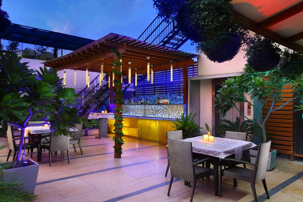 애쉬탄 사로바 포르티코(The Ashtan Sarovar Portico) Hotel Image 24 - Terrace/Patio