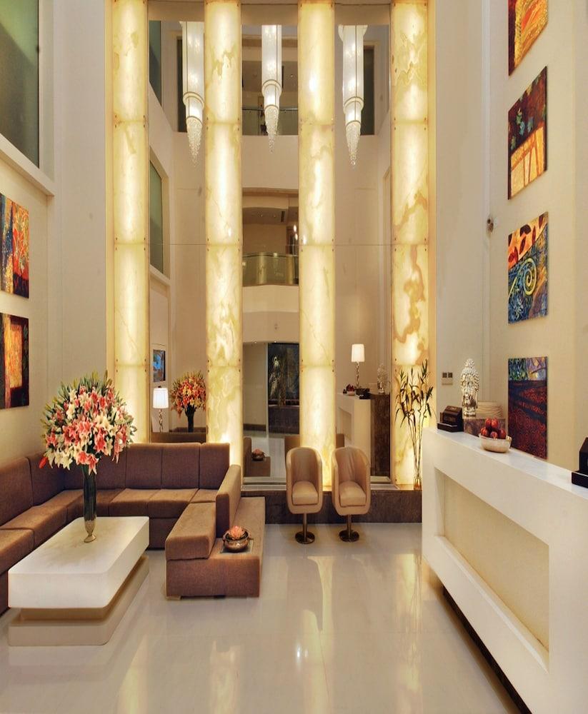 애쉬탄 사로바 포르티코(The Ashtan Sarovar Portico) Hotel Image 5 - Lobby