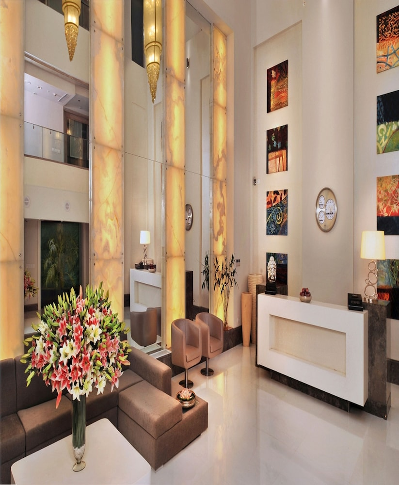 애쉬탄 사로바 포르티코(The Ashtan Sarovar Portico) Hotel Image 1 - Lobby