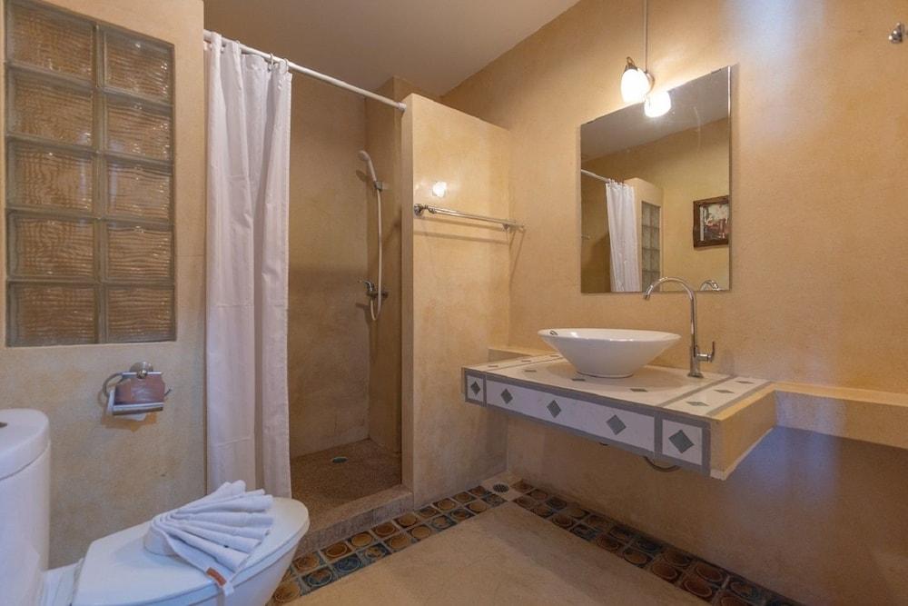 브라더스 호텔 파통(Brothers Hotel Patong) Hotel Image 28 - Bathroom
