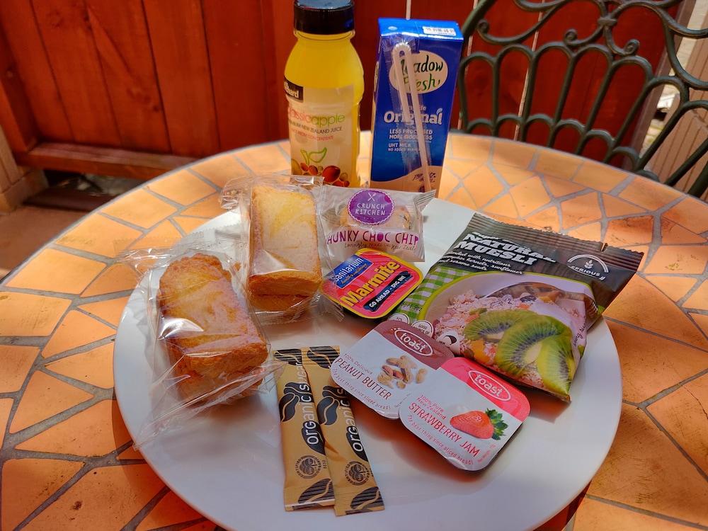 레일랜드 엡섬 모텔(Rayland Epsom Motel) Hotel Image 15 - Breakfast Meal