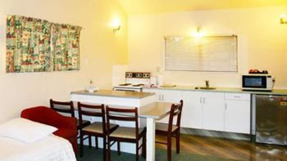 레일랜드 엡섬 모텔(Rayland Epsom Motel) Hotel Image 9 - In-Room Kitchen