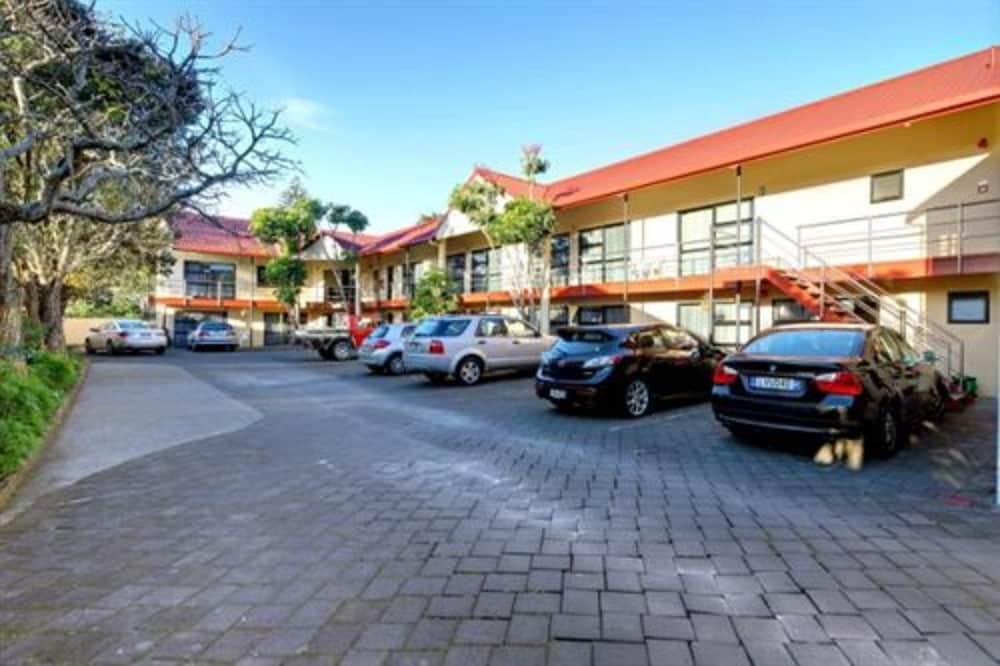 레일랜드 엡섬 모텔(Rayland Epsom Motel) Hotel Image 20 - Parking