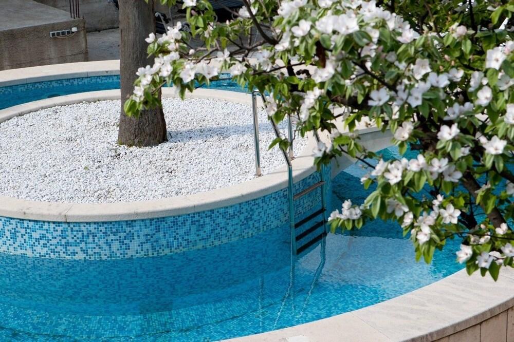 빌라 모어(Villa More) Hotel Image 1 - Outdoor Pool
