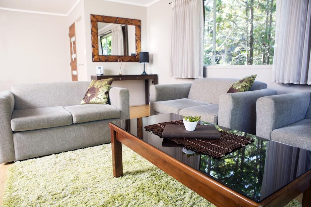 브로드 리프 빌라(Broad Leaf Villas) Hotel Image 9 - Living Area