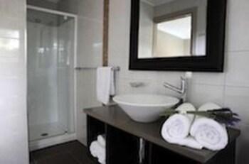 브로드 리프 빌라(Broad Leaf Villas) Hotel Image 11 - Bathroom