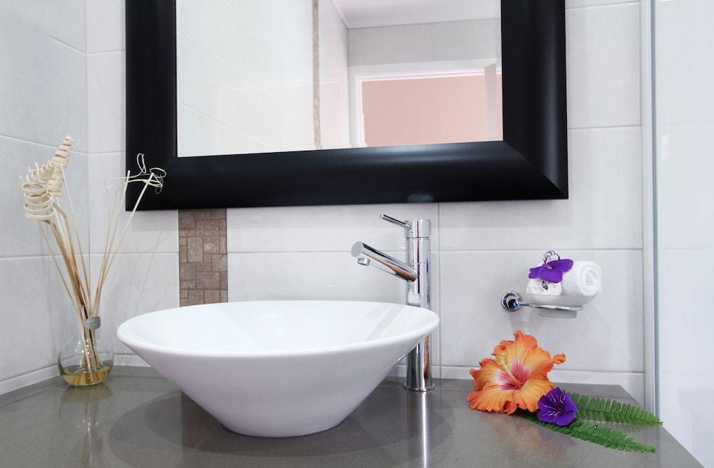 브로드 리프 빌라(Broad Leaf Villas) Hotel Image 12 - Bathroom