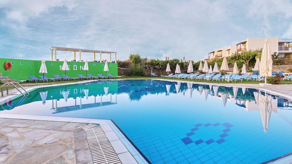 네온 호텔(Neon Hotel) Hotel Image 11 - Outdoor Pool