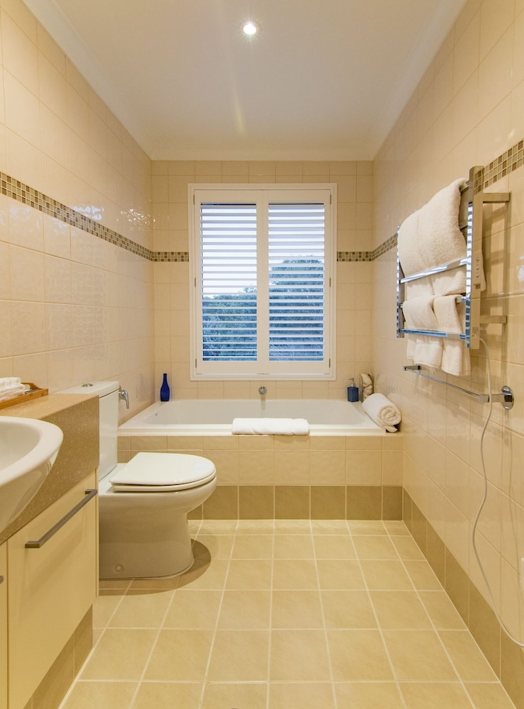 더 비치 하우스 앳 베이사이드(The Beach House at Bayside) Hotel Image 36 - Bathroom