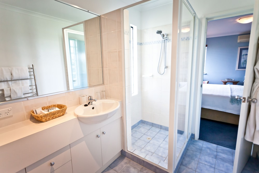더 비치 하우스 앳 베이사이드(The Beach House at Bayside) Hotel Image 40 - Bathroom