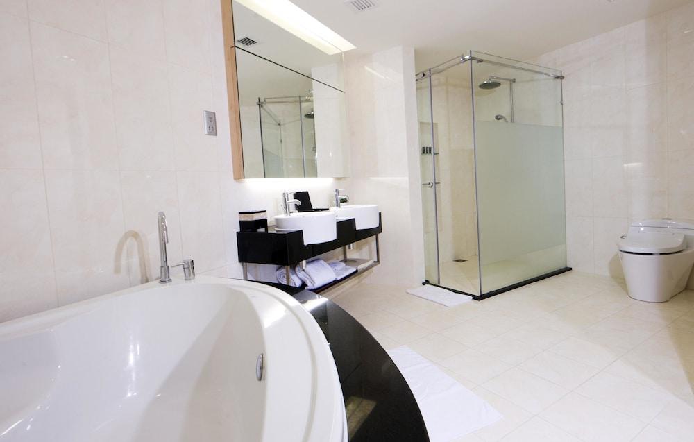 리조트 월드 겐팅 - 겐팅 그랜드(Resorts World Genting - Genting Grand) Hotel Image 12 - Bathroom