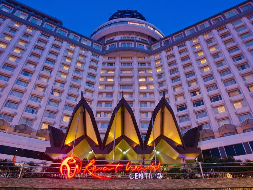 리조트 월드 겐팅 - 겐팅 그랜드(Resorts World Genting - Genting Grand) Hotel Image 55 - Hotel Front - Evening/Night