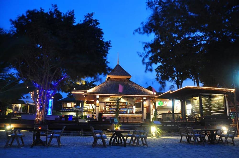 사무이 허니 타라 빌라 레지던스(Samui Honey Tara Villa Residence) Hotel Image 45 - Hotel Bar