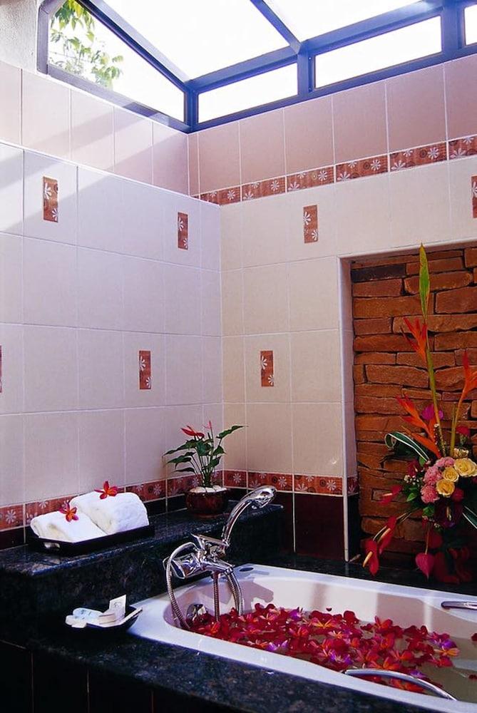 사무이 허니 타라 빌라 레지던스(Samui Honey Tara Villa Residence) Hotel Image 31 - Bathroom