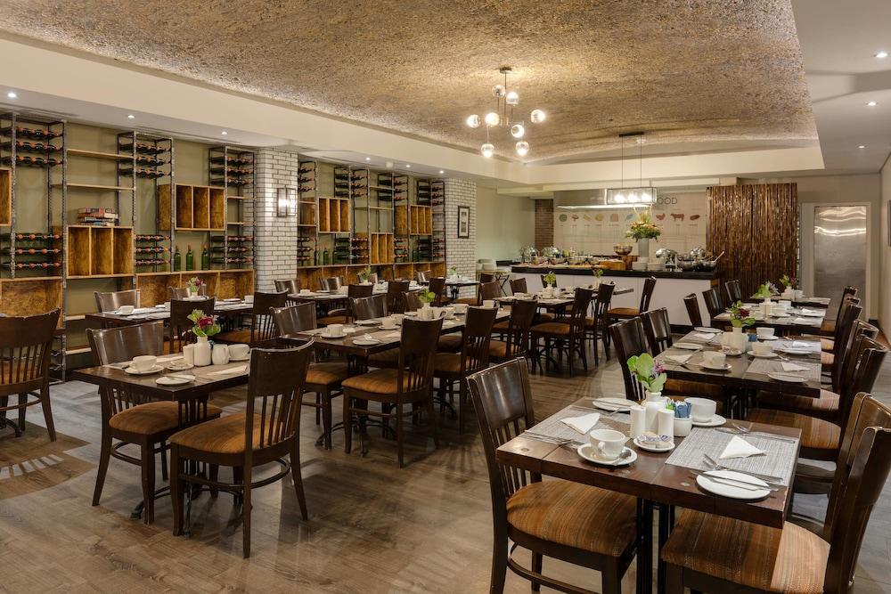 프로테아 호텔 바이 메리어트 케이프타운 더반빌(Protea Hotel by Marriott Cape Town Durbanville) Hotel Image 52 - Restaurant