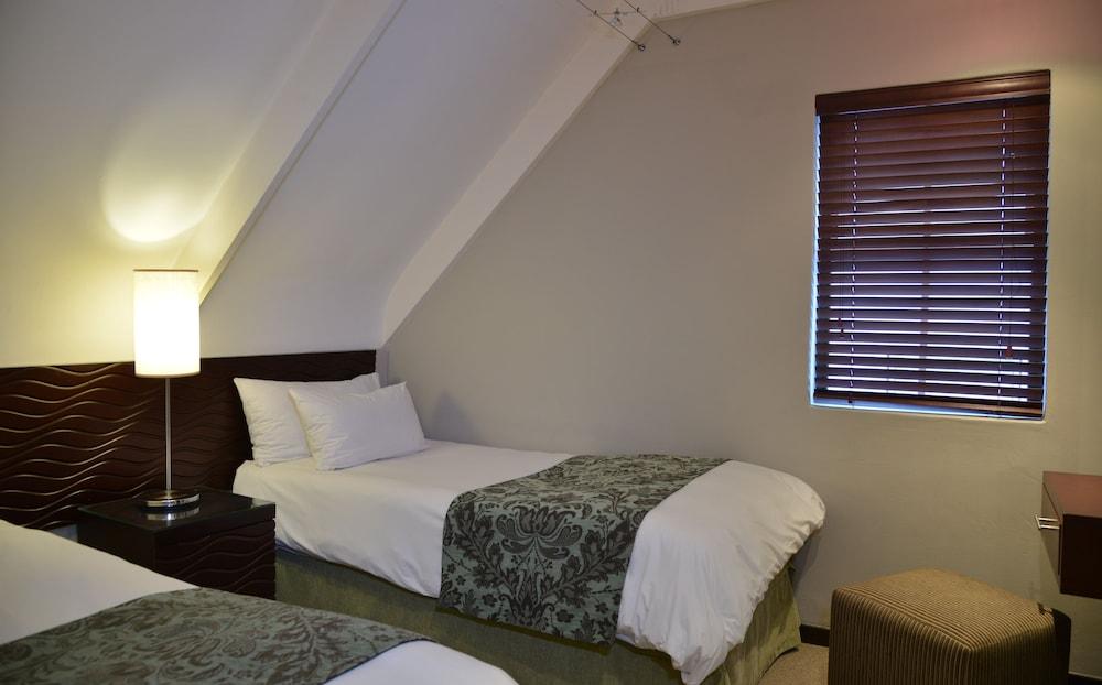 프로테아 호텔 바이 메리어트 케이프타운 더반빌(Protea Hotel by Marriott Cape Town Durbanville) Hotel Image 8 - Guestroom