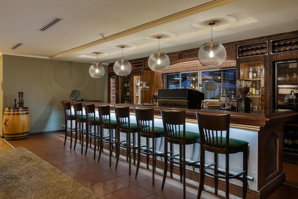 프로테아 호텔 바이 메리어트 케이프타운 더반빌(Protea Hotel by Marriott Cape Town Durbanville) Hotel Image 53 - Restaurant
