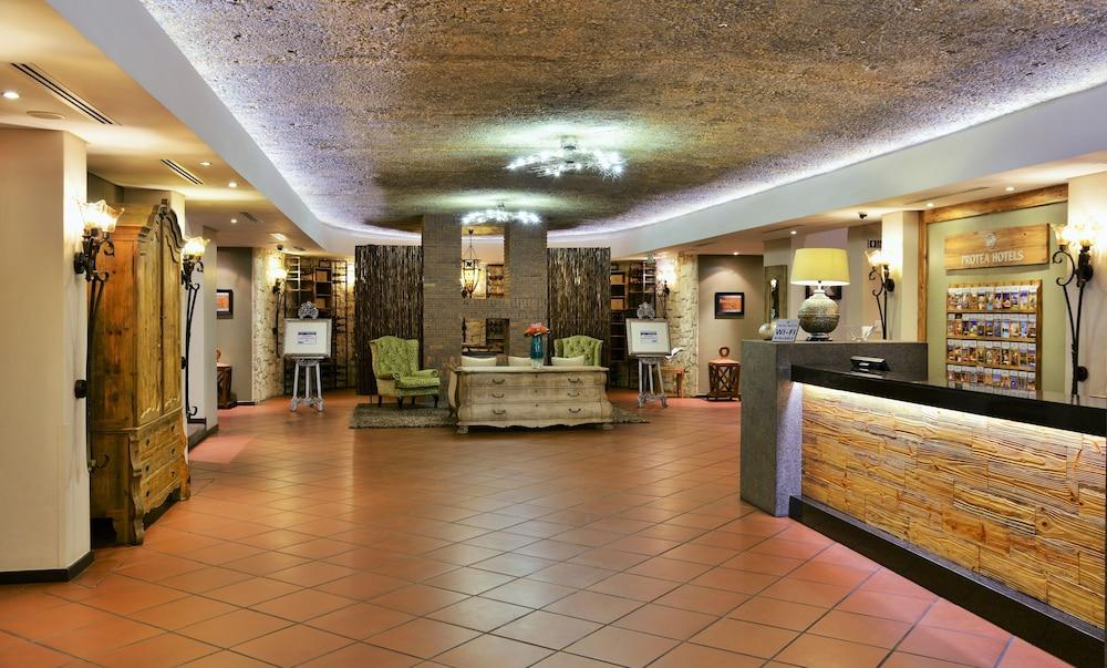 프로테아 호텔 바이 메리어트 케이프타운 더반빌(Protea Hotel by Marriott Cape Town Durbanville) Hotel Image 43 - Interior Entrance