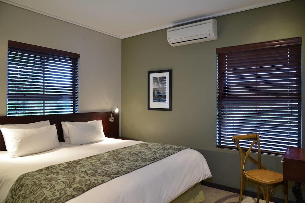 프로테아 호텔 바이 메리어트 케이프타운 더반빌(Protea Hotel by Marriott Cape Town Durbanville) Hotel Image 14 - Guestroom