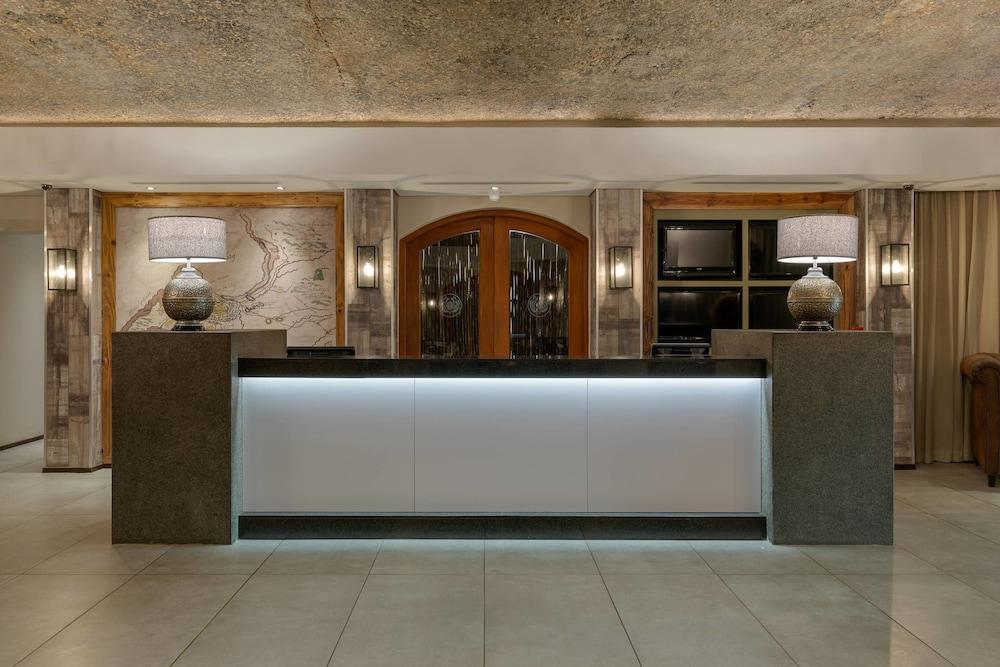프로테아 호텔 바이 메리어트 케이프타운 더반빌(Protea Hotel by Marriott Cape Town Durbanville) Hotel Image 2 - Lobby