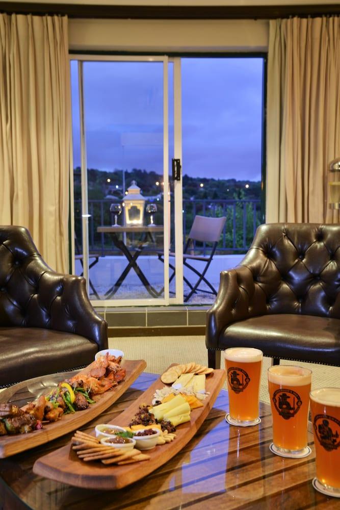 프로테아 호텔 바이 메리어트 케이프타운 더반빌(Protea Hotel by Marriott Cape Town Durbanville) Hotel Image 63 - Hotel Lounge