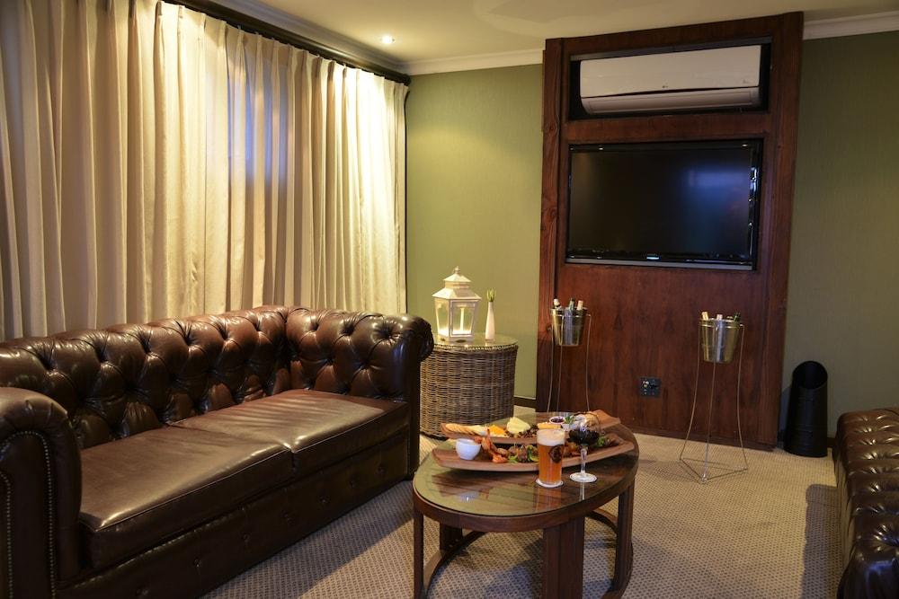 프로테아 호텔 바이 메리어트 케이프타운 더반빌(Protea Hotel by Marriott Cape Town Durbanville) Hotel Image 65 - Hotel Lounge