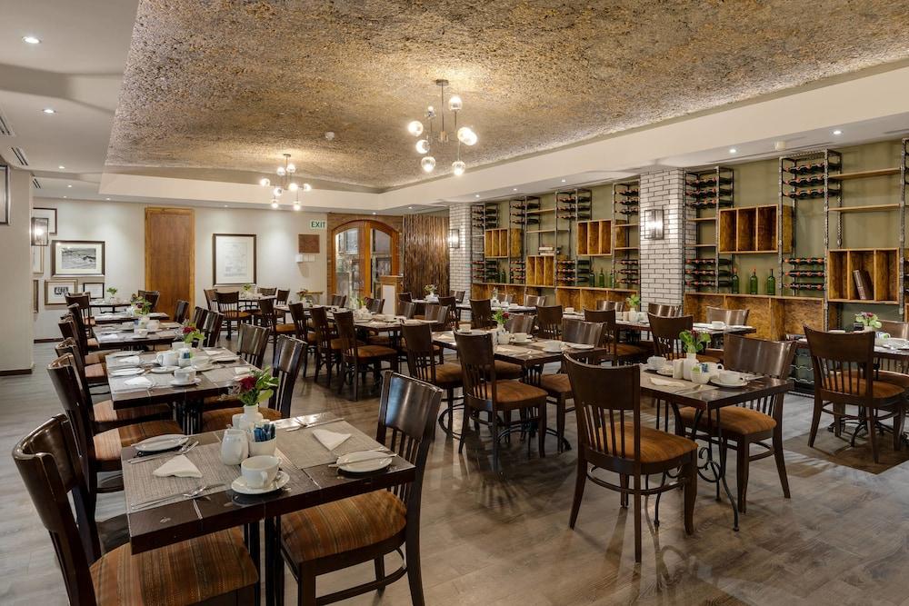 프로테아 호텔 바이 메리어트 케이프타운 더반빌(Protea Hotel by Marriott Cape Town Durbanville) Hotel Image 56 - Restaurant