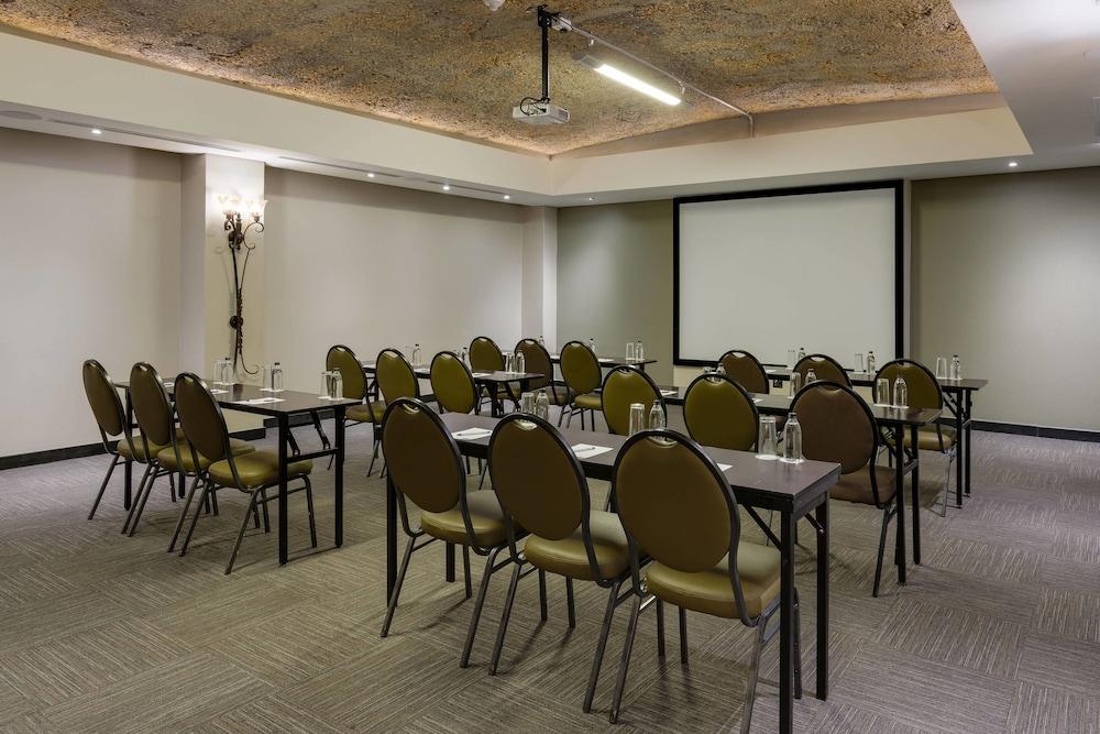 프로테아 호텔 바이 메리어트 케이프타운 더반빌(Protea Hotel by Marriott Cape Town Durbanville) Hotel Image 83 - Meeting Facility