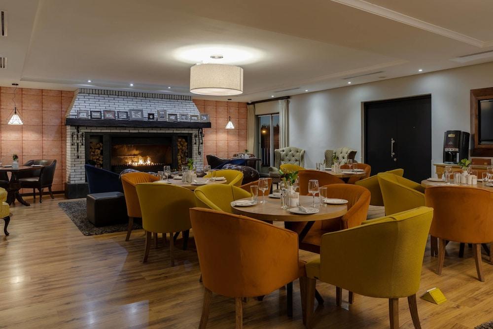 프로테아 호텔 바이 메리어트 케이프타운 더반빌(Protea Hotel by Marriott Cape Town Durbanville) Hotel Image 58 - Restaurant
