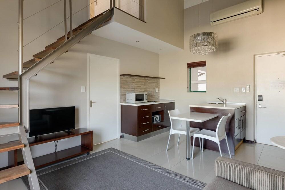 프로테아 호텔 바이 메리어트 케이프타운 더반빌(Protea Hotel by Marriott Cape Town Durbanville) Hotel Image 32 - Guestroom