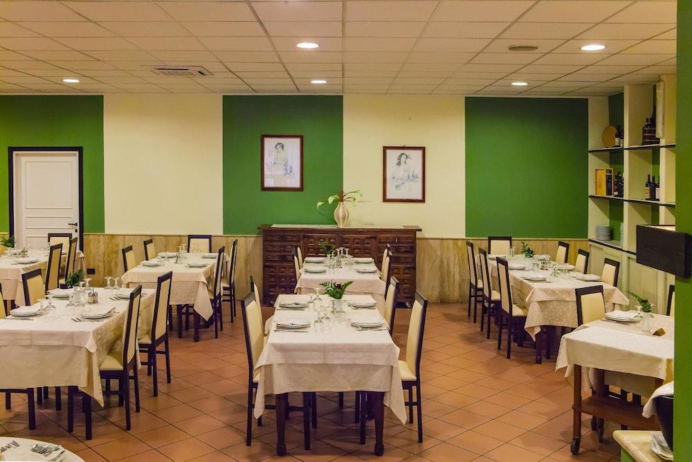 호텔 쿠아드리포글리오(Hotel Quadrifoglio) Hotel Image 24 - Restaurant