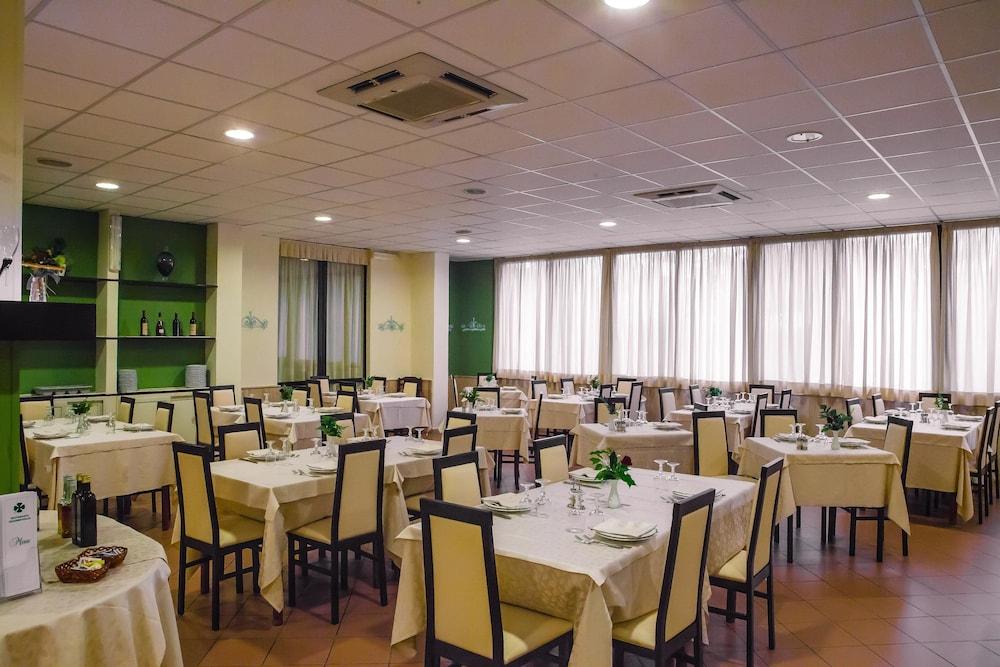 호텔 쿠아드리포글리오(Hotel Quadrifoglio) Hotel Image 20 - Restaurant
