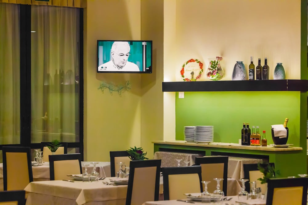 호텔 쿠아드리포글리오(Hotel Quadrifoglio) Hotel Image 22 - Restaurant