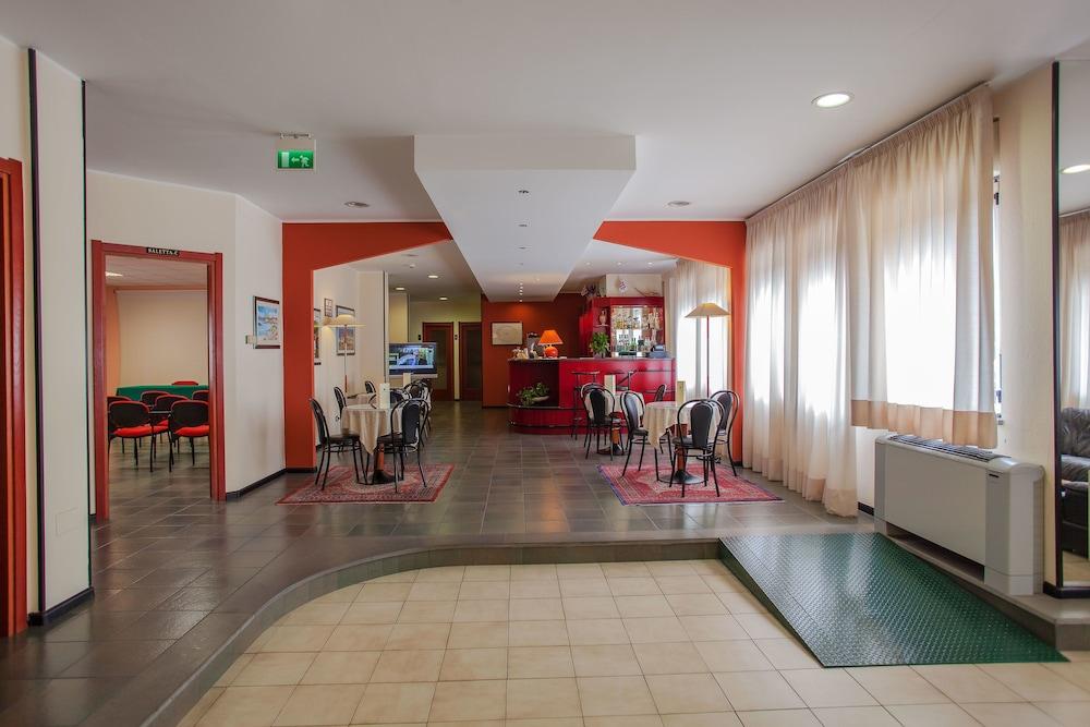 호텔 쿠아드리포글리오(Hotel Quadrifoglio) Hotel Image 8 - Lobby Lounge
