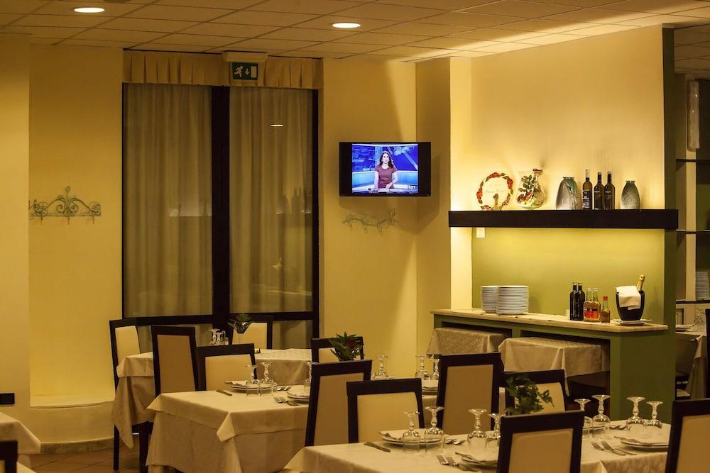 호텔 쿠아드리포글리오(Hotel Quadrifoglio) Hotel Image 21 - Restaurant