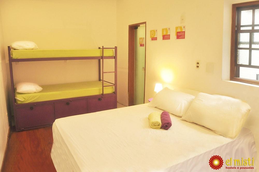 엘 미스티 하우스 호스텔 코파카바나(El Misti House Hostel Copacabana) Hotel Image 24 - Living Area