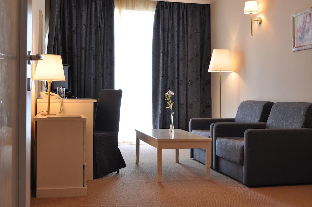 호텔 페스타 포모리에 리조트(Hotel Festa Pomorie Resort) Hotel Image 15 - Living Room