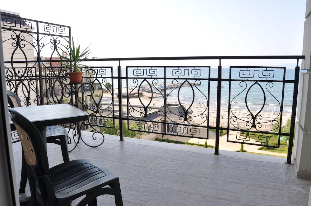 호텔 페스타 포모리에 리조트(Hotel Festa Pomorie Resort) Hotel Image 16 - Balcony