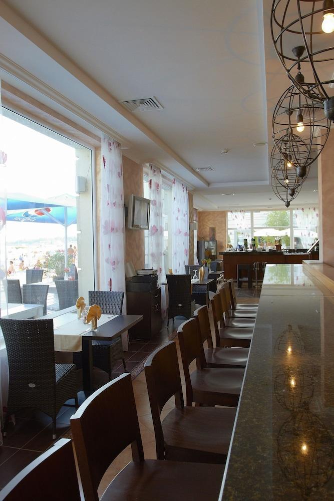 호텔 페스타 포모리에 리조트(Hotel Festa Pomorie Resort) Hotel Image 29 - Restaurant