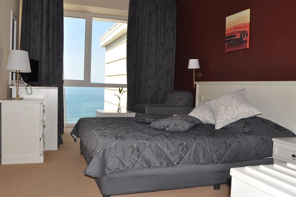 호텔 페스타 포모리에 리조트(Hotel Festa Pomorie Resort) Hotel Image 3 - Guestroom