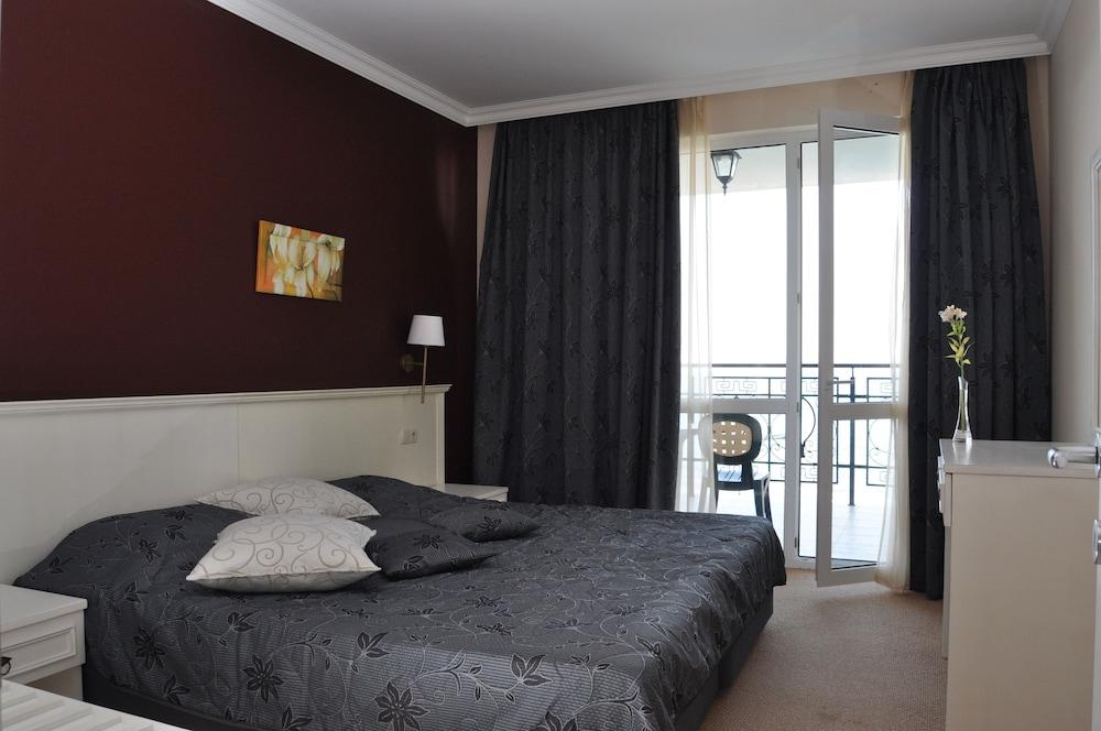 호텔 페스타 포모리에 리조트(Hotel Festa Pomorie Resort) Hotel Image 5 - Guestroom