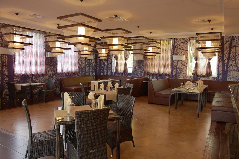 호텔 페스타 포모리에 리조트(Hotel Festa Pomorie Resort) Hotel Image 28 - Restaurant