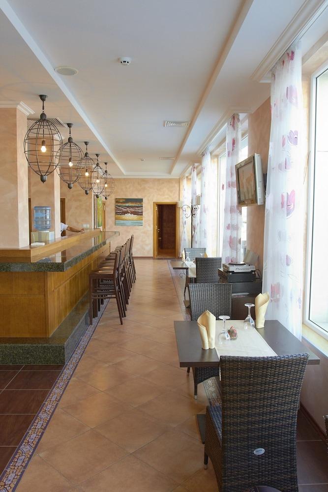 호텔 페스타 포모리에 리조트(Hotel Festa Pomorie Resort) Hotel Image 30 - Hotel Bar