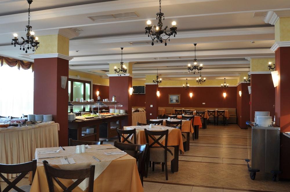 호텔 페스타 포모리에 리조트(Hotel Festa Pomorie Resort) Hotel Image 27 - Restaurant